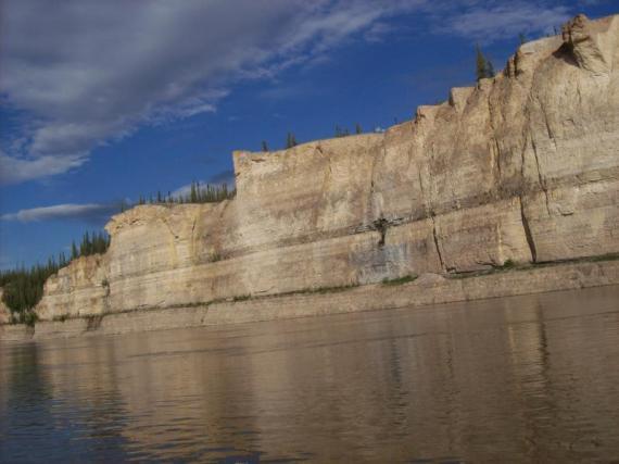 Fort Good Hope - Rampart Cliffs